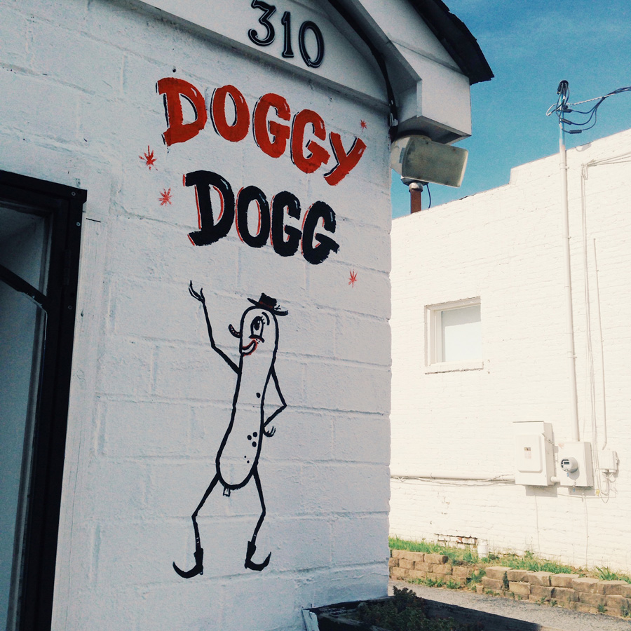doggy dogg sign dectaur mural blackcattips brooksboy