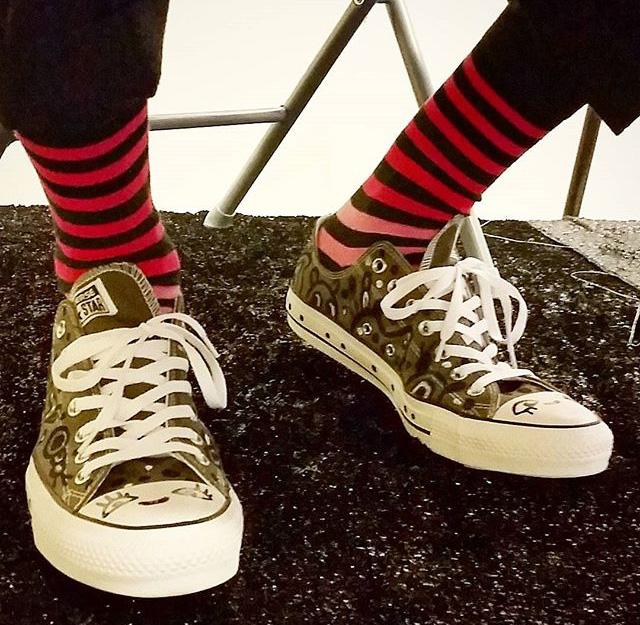 pink-socks-blackcattips-converse-dsw