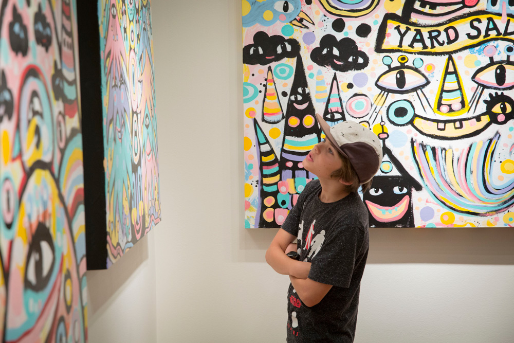 looking-at-fun-colors-BlackCatTips-art-show-spalding-nix