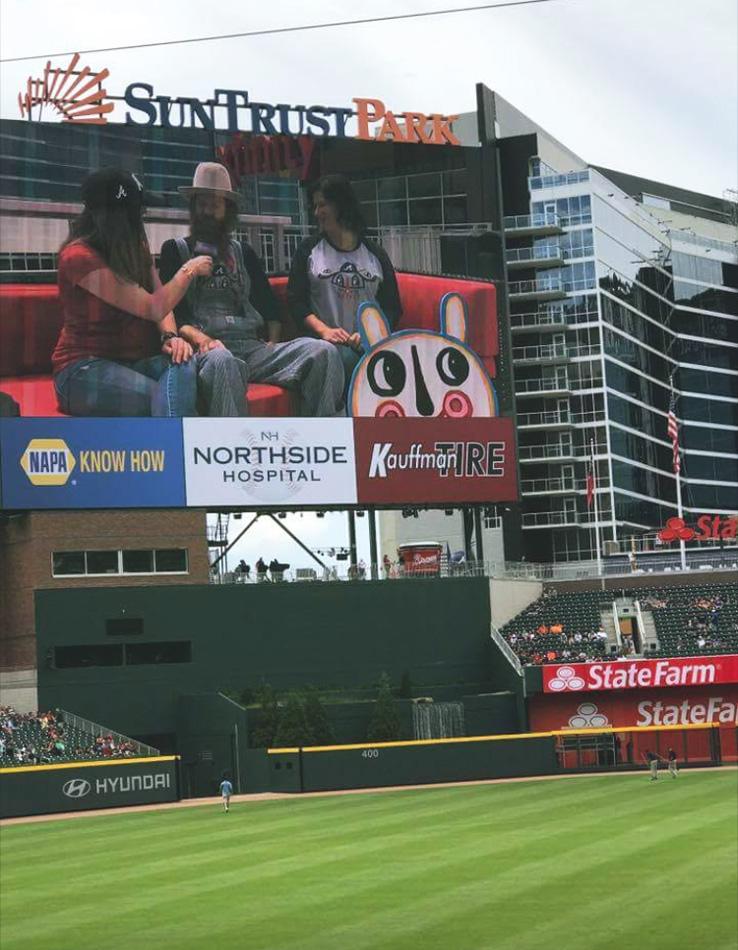BlackCatTips-jumbotron-Atlanta-Braves-Xfinity-Rooftop-tshirt-day-4a